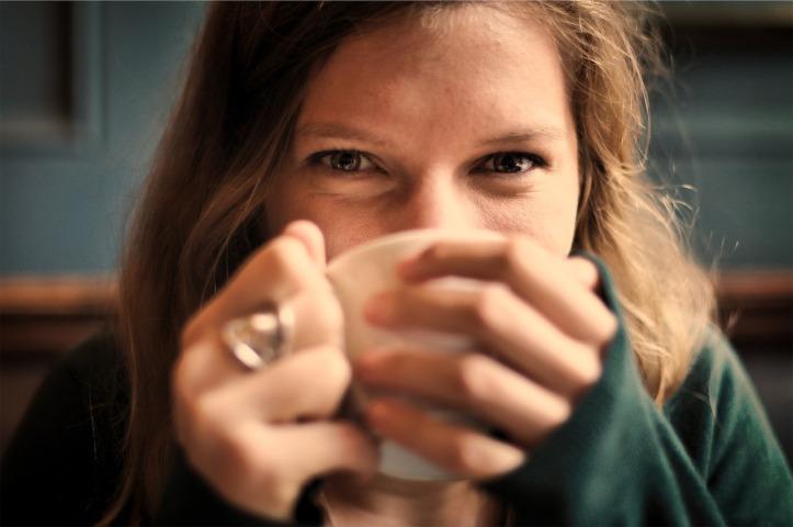 girl-smile-coffee