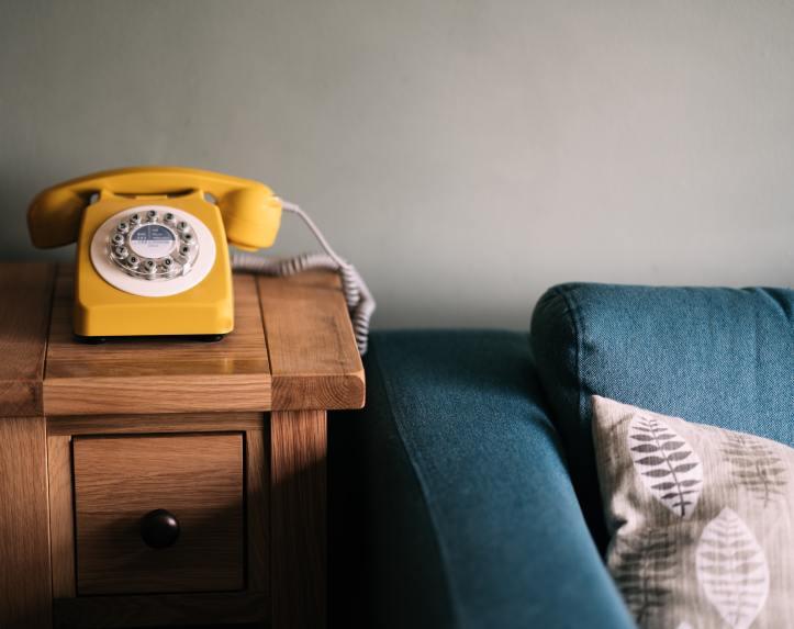 phone-at-the-bedside-annie-spratt-unsplash